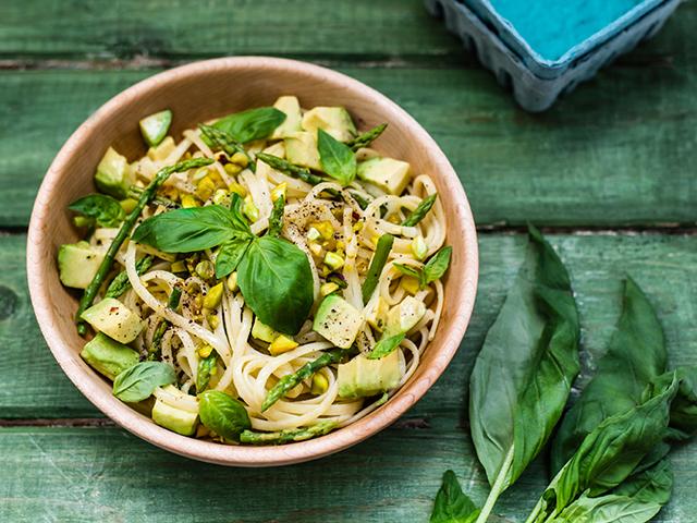 Avocado, Asparagus & Basil Pasta on christelleisflabbergasting,com
