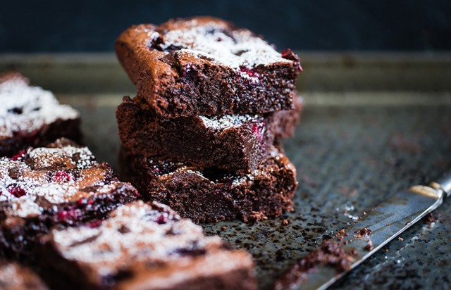 Brownies décadents aux framboises et aux éclats de chocolat